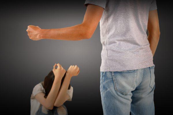 不登校の原因が父親
